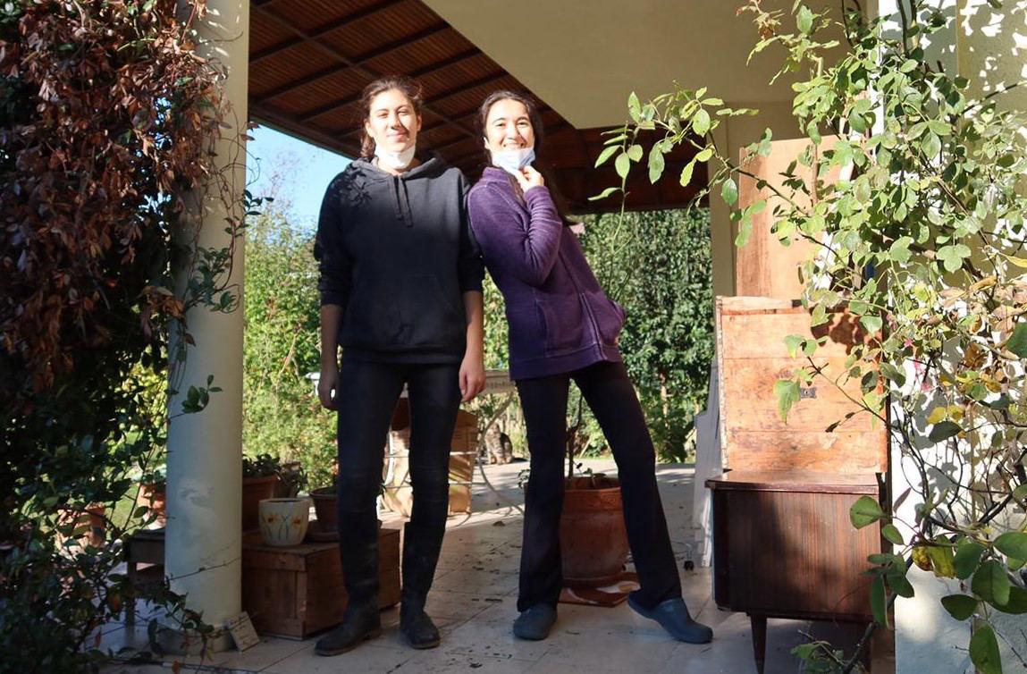 Photo of Duygu and Ozlem Ezer